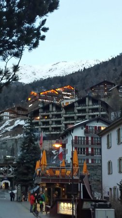 Chalet Hotel Schoenegg: The view from the street