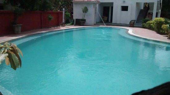 Leisure Vacations Myrica Resort: clean swimming pool..