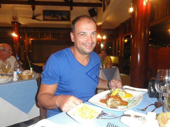 Pirogue Restaurant & Bar: 2