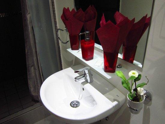 Hostal Go Inn Madrid : Detalles en el baño