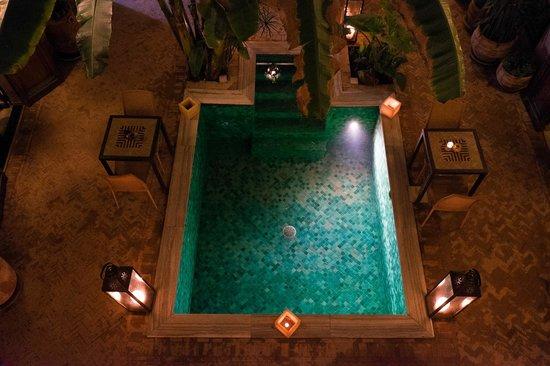 Riad Azzar: Pool
