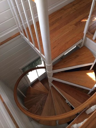 Corner Cottage B&B: Fun part of the suite! There's also straight staircase outside.