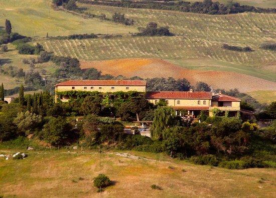 Mansion Le Valli , Holiday apartments with pool: Sicht auf Landgut Le Valli aus dem Süden