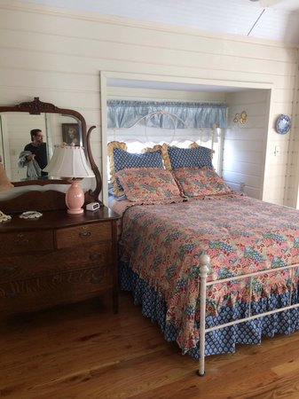 Corner Cottage B&B: Super clean & comfy.