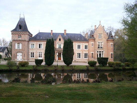 Hostellerie du Chateau Les Muids : Вид на отель