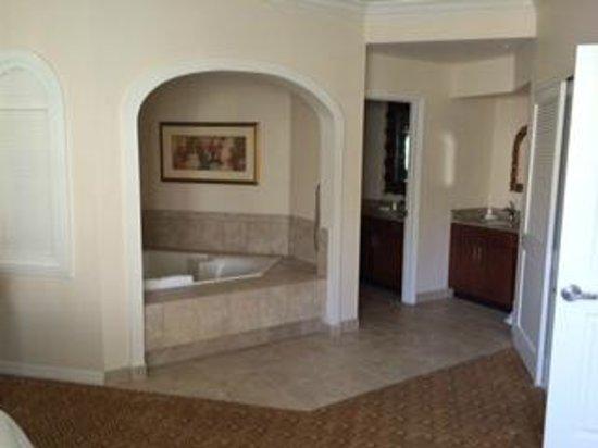 Sheraton Vistana Resort - Lake Buena Vista: banheira dentro da suite