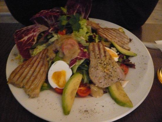Miedzy Nami Cafe: Tuna salad..also good size serve
