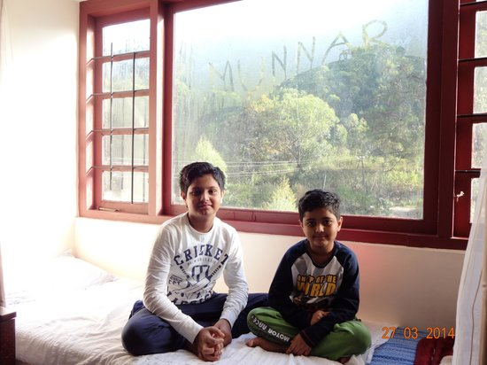 Las Palmas Munnar: Suite room with hill view.