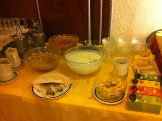 Alpen Village Hotel: завтрак