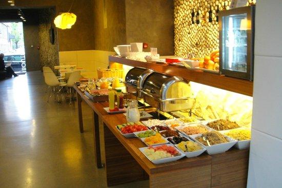 MOODs Boutique Hotel: Завтрак