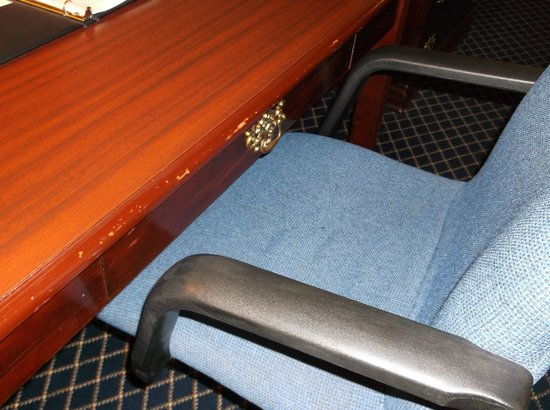 Quality Inn & Suites -- South San Francisco: Old furniture