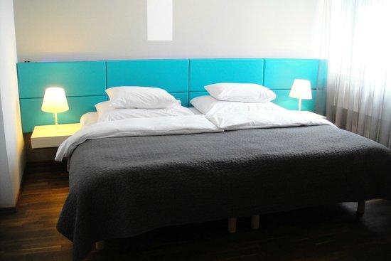 MOODs Boutique Hotel: Кровать