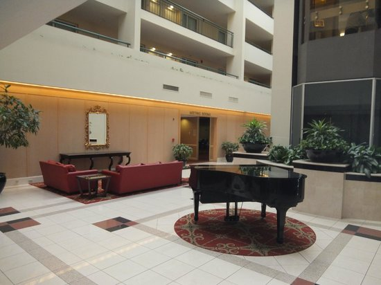 Embassy Suites by Hilton Philadelphia-Valley Forge: Lobby