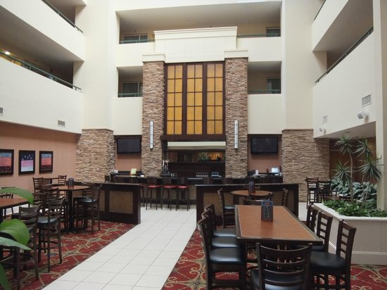Embassy Suites by Hilton Philadelphia-Valley Forge: Bar