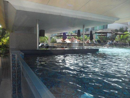 B-Lay Tong Phuket: Bar de la piscine