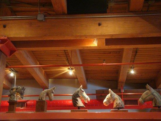 Star of Siam: Decoração - Cabeças de cavalo