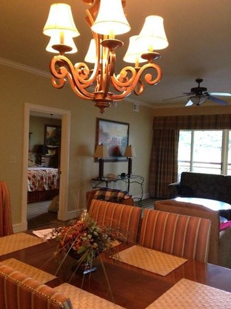 RiverStone Resort & Spa: Den and dining area