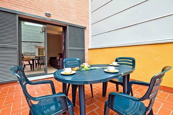 Apartamentos Sata Olimpic Village: Patio - terraza