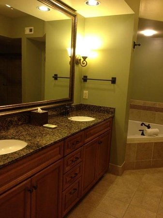 RiverStone Resort & Spa: Master bathroom