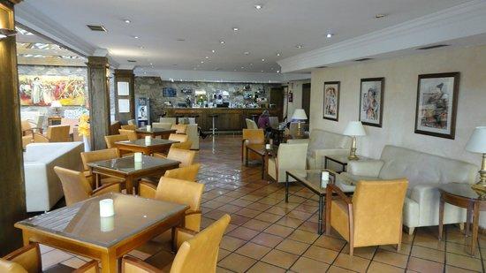 Hôtel Spa Princesa Parc : Just through Reception