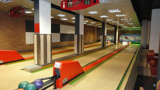 Hotel Princesa Parc: Bowling Alley - In the hotel!