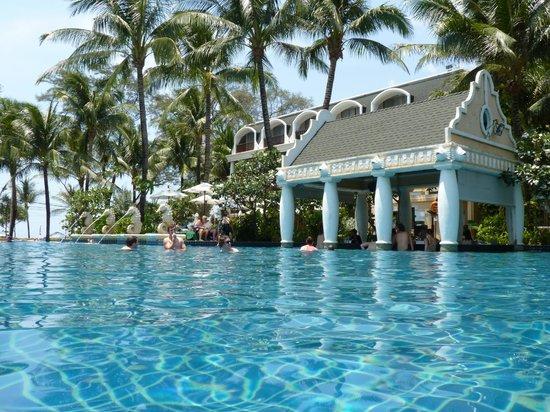 Phuket Graceland Resort & Spa: bar aan zwembad