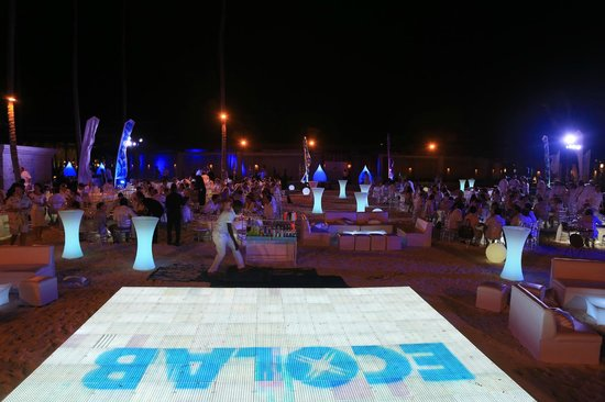 Paradisus Palma Real Golf & Spa Resort : Corporate party on the beach