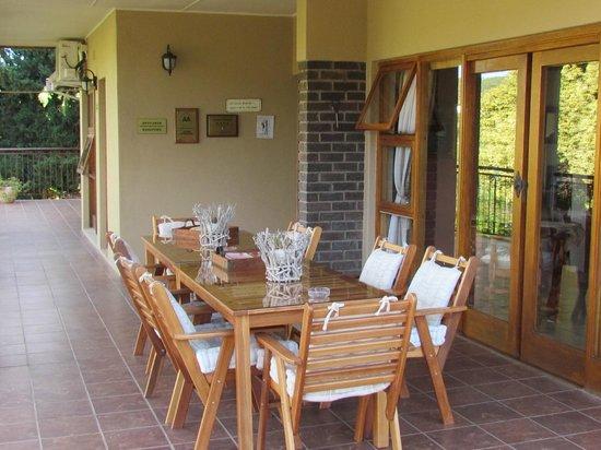 Die Fonteine: Veranda seating