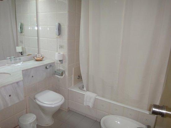 Golden Coast Beach Hotel : Ванная комната
