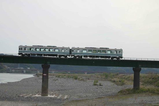 Tenryu Hamanako Railway : 天竜川にかかる403mの天竜川橋梁は見応えがありました。