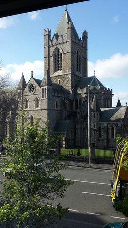 Jurys Inn Dublin Christchurch: In front of jury's inn
