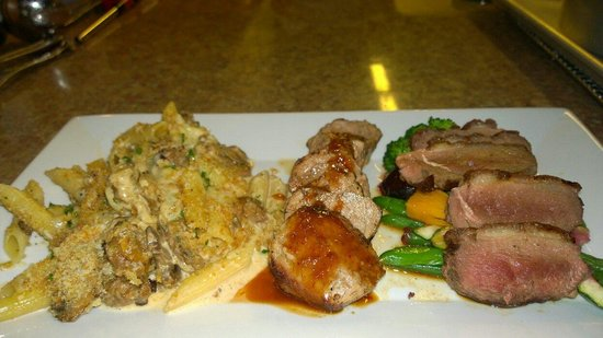 Phat Cats Bistro: Duck Breast, pork tenderloin & wild boar sausage mac & cheese