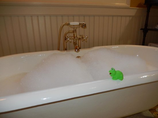 Barnsley Resort: tub was perfect size for two