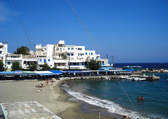 Adonis Hotel : Restaurant row in Appolon