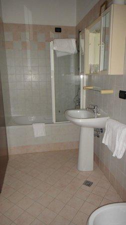 Locanda Leon Bianco : bathroom