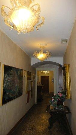 Locanda Leon Bianco : the entry hall