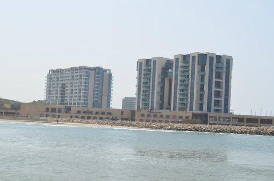 The Ritz-Carlton, Herzliya: View of the hotel (left)