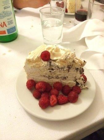 Trattoria Sostanza: Meringue Raspberry Cake - to die for!