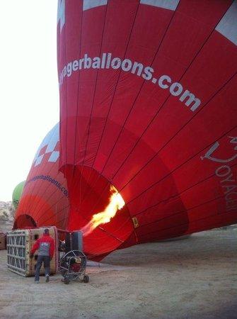 Cappadocia Voyager Balloons: Getting the balloons ready!