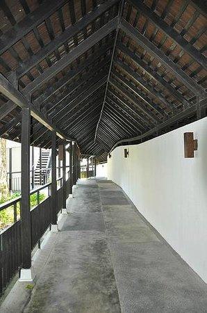 Turi Beach Resort: The walkway
