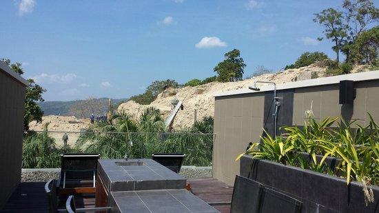 Avista Hideaway Phuket Patong, MGallery by Sofitel: Douplex Suitterrasse Baustelle