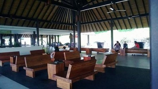 Turi Beach Resort: Lobby
