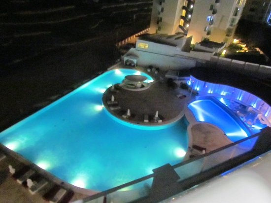 Bel Air Collection Resort & Spa Cancun: piscina a noite