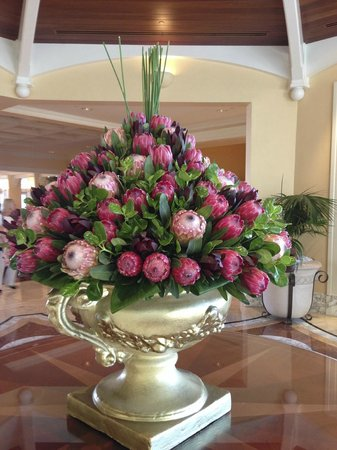 The Table Bay Hotel: Flowers in lobby