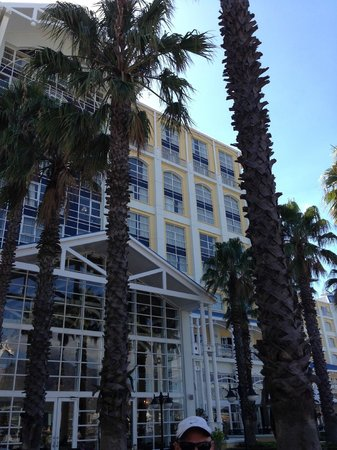 The Table Bay Hotel: View of hotel from outside