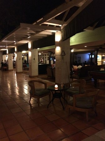 Sandals Montego Bay: Main Bar area