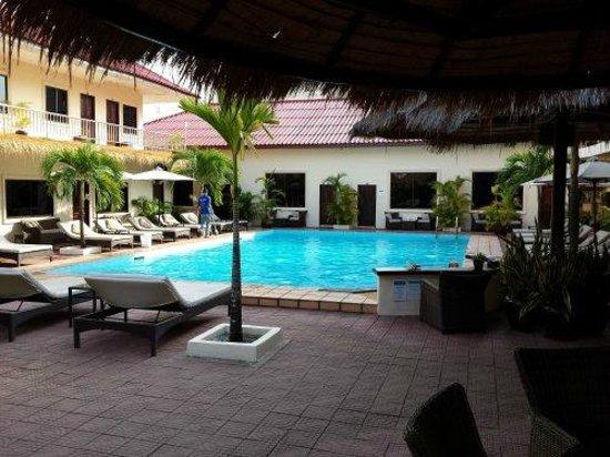 Beach Club Resort: The lovely pool area