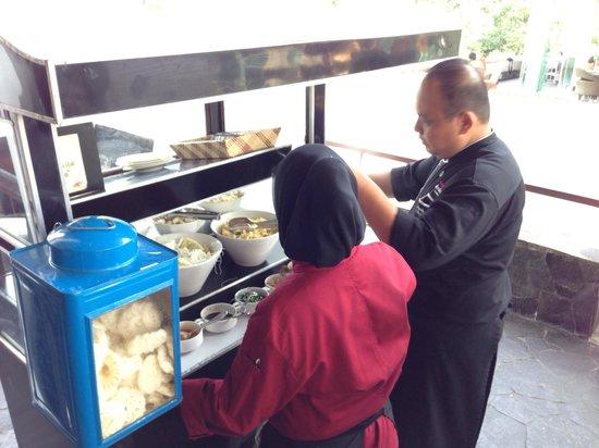 Padma Hotel Bandung : Mee baso station cooked upon order. Breakfast buffet.