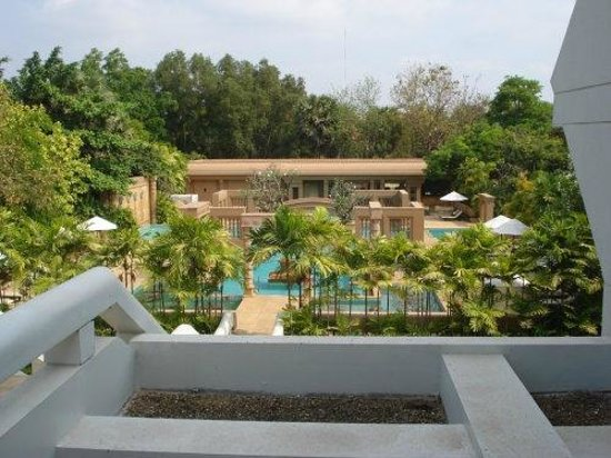 Le Meridien Angkor: View from the hotel of the pool area