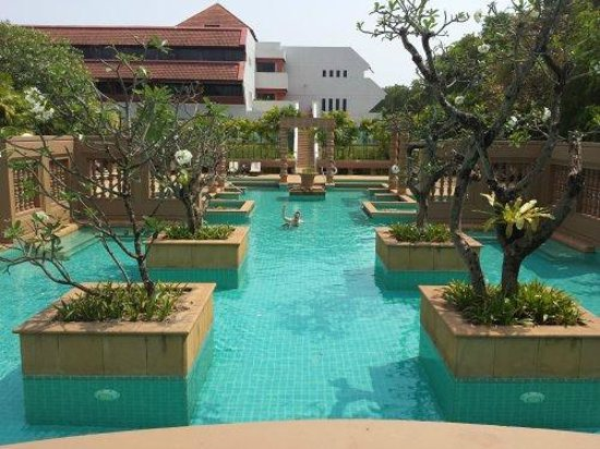 Le Meridien Angkor: The amazing pool